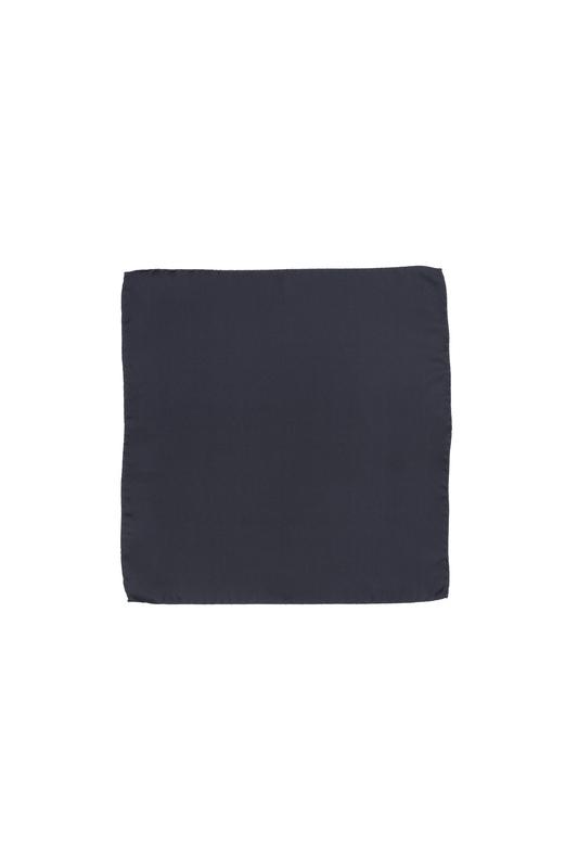Kapesníček ceremony, barva černá