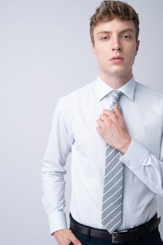 Bílá košile Vhodná do obleku