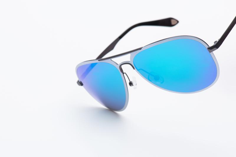 Sluneční brýle S kovovými obroučkami