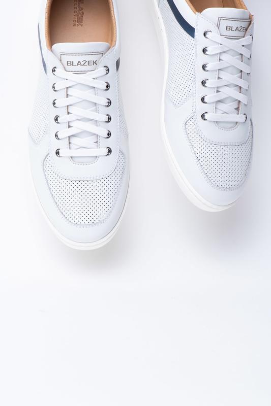 Volnočasové sneakers S ozdobnou perforací