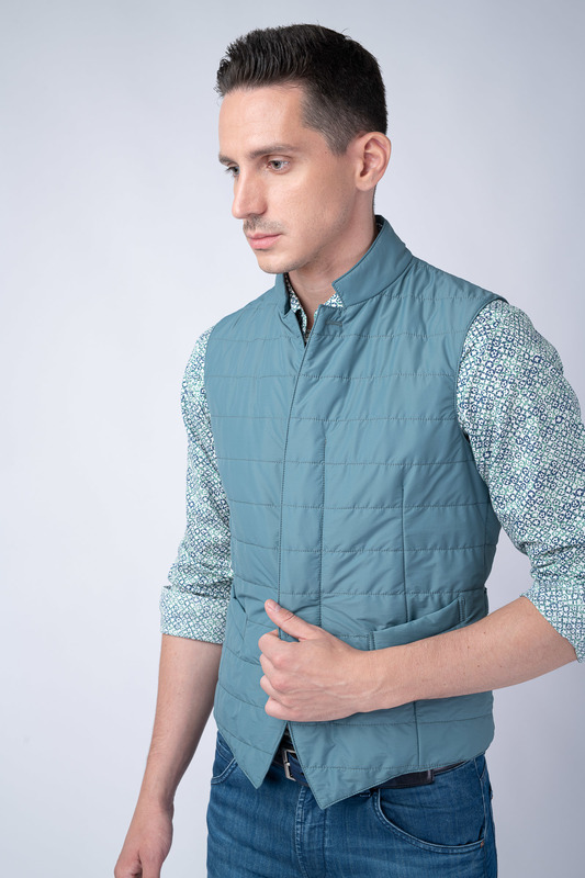 Prošívaná vesta Světle modré barvy