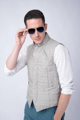 Prošívaná vesta Světle šedé barvy
