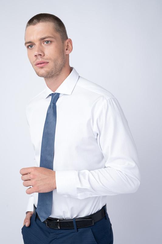 Bílá košile S nenápadným vzorem
