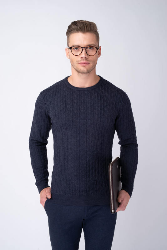Modrý svetr S vytkávaným vzorem