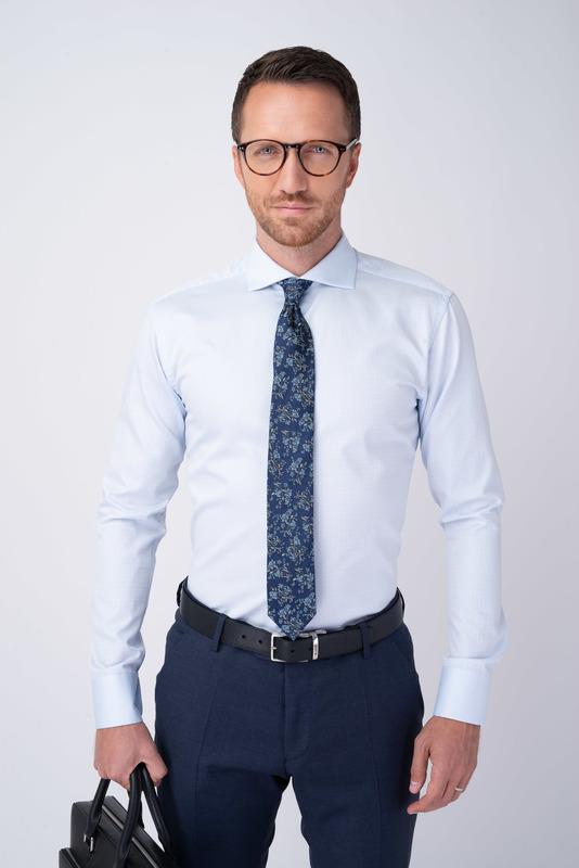 Světle modrá košile S geometrickým vzorem