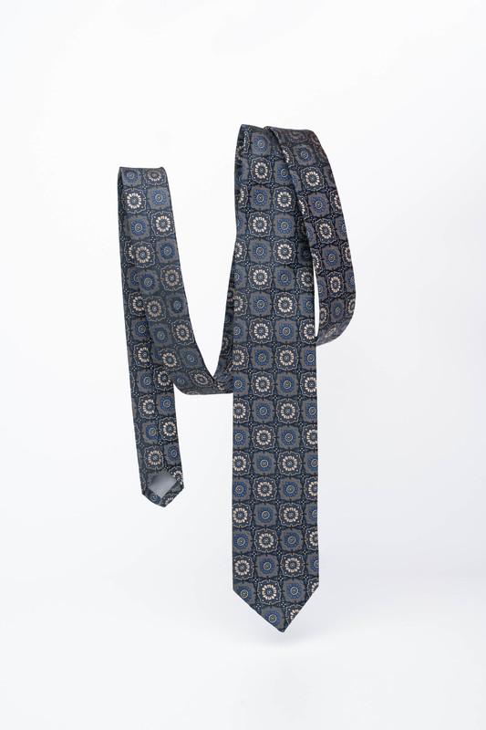 Hedvábná kravata S výrazným vzorem