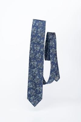 Modrá kravata S květinovým vzorem