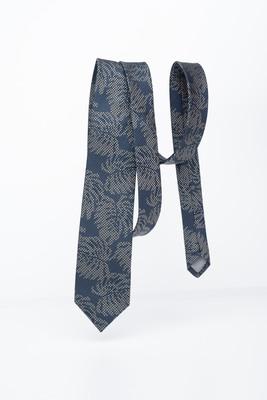 Modrá kravata S florálním vzorem